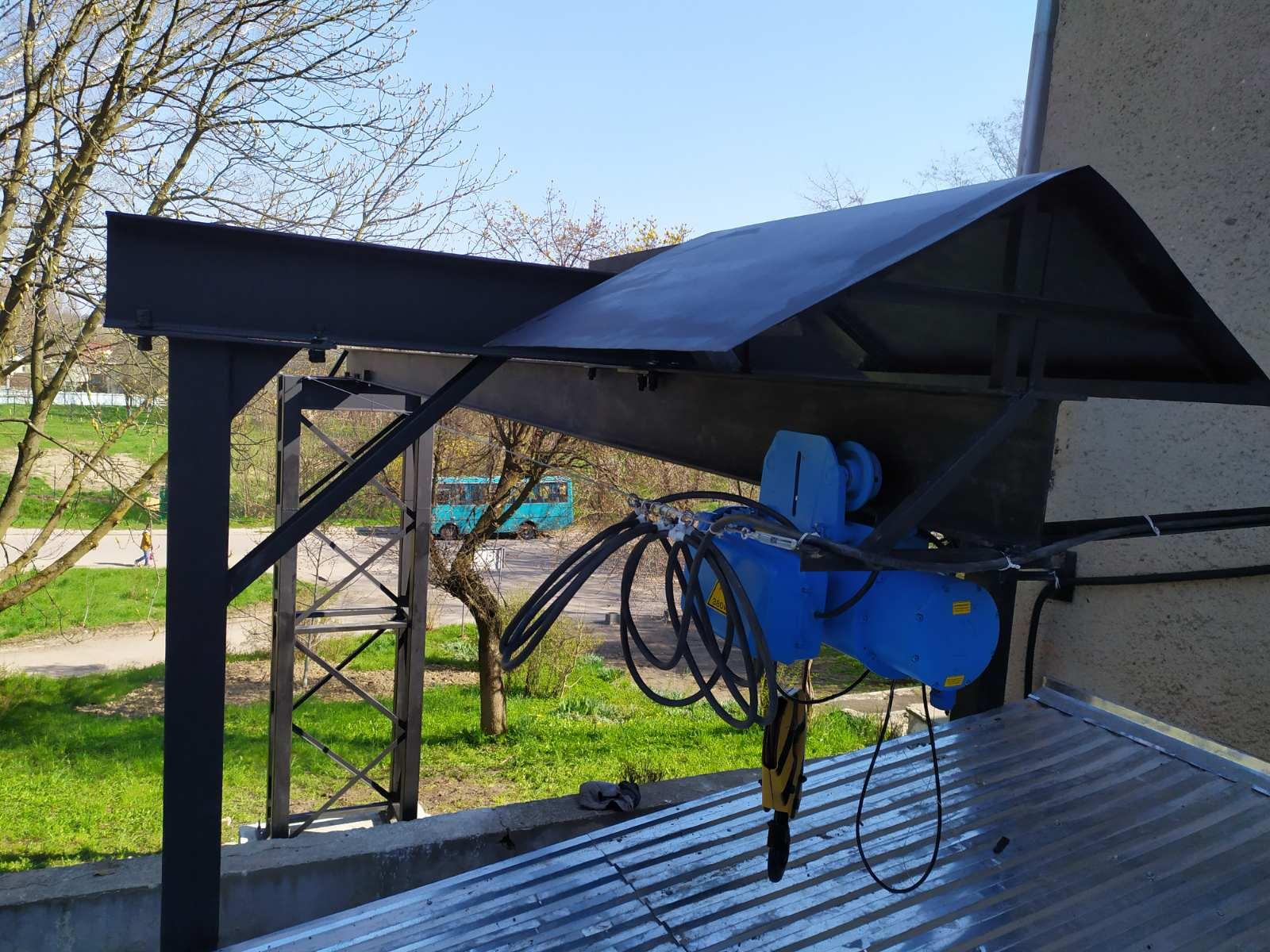Встановлено електричні тельфери на кисневих станціях у КНП «Стебницька міська лікарня» ДМР