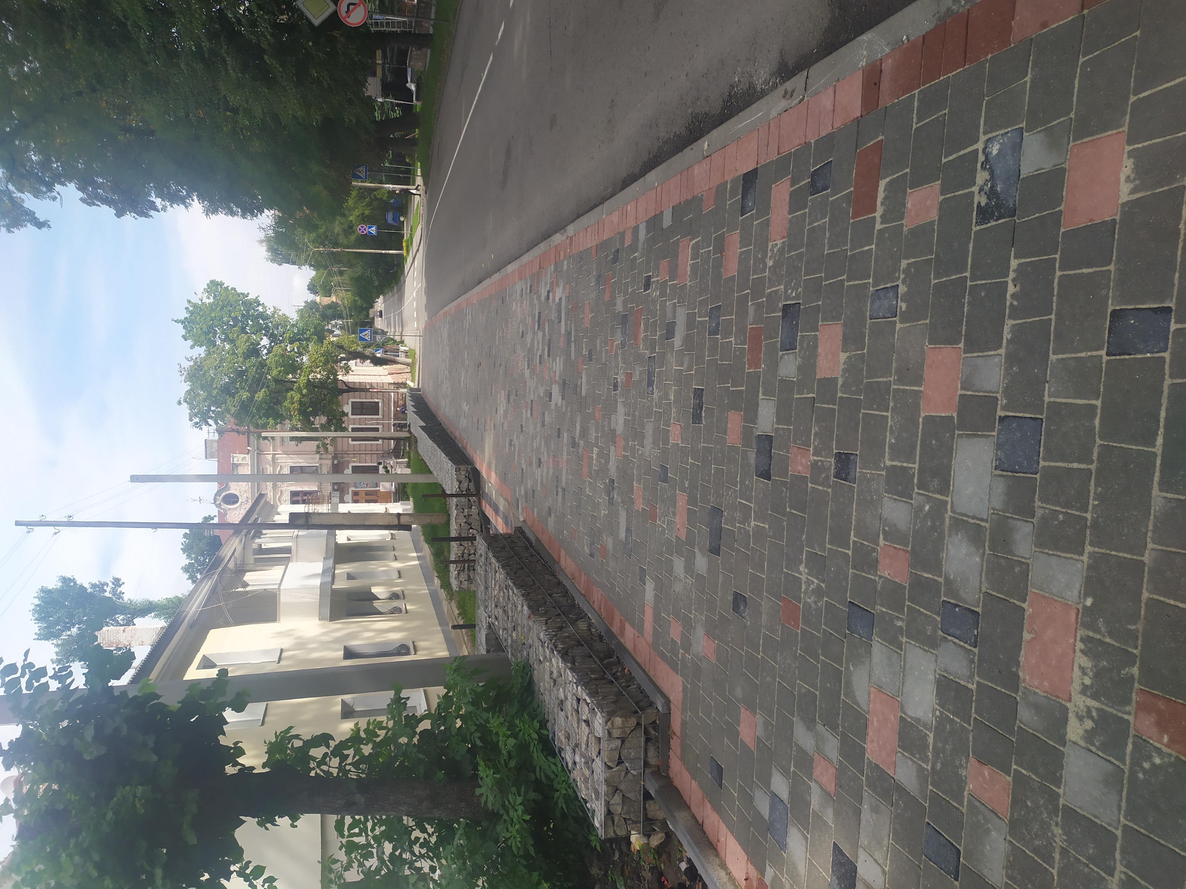 Інженерно-декоративне рішення: Підпірна стінка з габіонів на вулиці Нижанківського